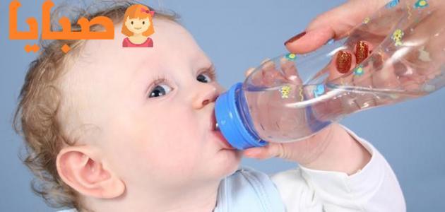 متى يشرب طفلي الرضيع الماء
