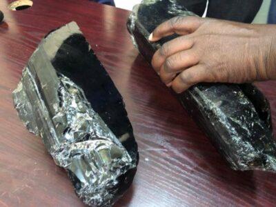 عامل فقير في تنزانيا يحقق ثروة 3.3 مليون دولار والسبب حجر تنزانيت Tanzanite 2