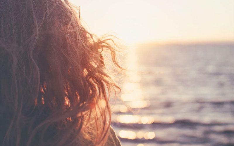 طرق العناية بالشعر   دليلكِ الشامل للعناية بشعركِ في فصل الصيف